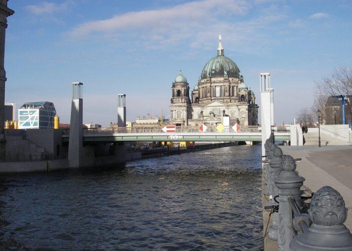 Rathausbruecke-in-Berlin-04.jpg