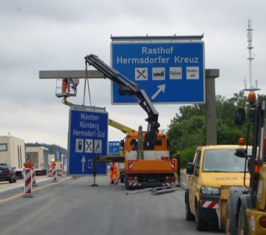 Autobahn (A) 9/ (A) 4, Schildertausch komplett am Hermsdorfer Kreuz, jeweils beide Fahrtrichtungen.